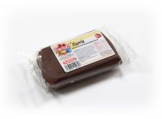 Fondant BROWN 100 g -   Sin gluten / Gluten-free / Sans Gluten / Senza Glutine / Sem glúten     USES:  Used for coating cakes and moulding shapes, including flowers, by adding a small amount of CMC to obtain a firmer texture.    CONSERVATION:  Store in a cool, dry place at room temperature. Keep away from sunlight. KEEP THE BAG CLOSED. Keeps very well in cold temperatures and in summer heat. Does not dry out when stored in plastic film and placed inside a covered plastic container.  Expiry date : 15 months from the date of packaging. Use before the date printed on the container.    ADVANTAGES :  Smooth, even texture . Pliable and stretchy.  Does not crack  and can be easily shaped.  Is not sticky  and can be kneaded as often as required.  Does not stick  to cutters or to plastic surfaces. A  wide range of colours . The colours are very bright and do not fade after the container is opened or after multiple uses. Has a mild  vanilla scent . Excellent taste; all of the colours taste of vanilla rather than sugar.  Soft without being gooey  or grainy.    INSTRUCTIONS FOR USE:      Should be handled preferably on a plastic surface. The use of icing sugar is not required as Kelmy fondant does not stick to this surface.   Thoroughly knead the Kelmy fondant by hand until it is soft and smooth.           NUTRITION INFORMATION    Per 100 g       ENERGY   1630/384 (kj/kcal)       FAT   3,2 g       OF WHICH SATURATES   1,6 g       CARBOHYDRATE   89 g       OF WHICH SUGARS   77 g       PROTEIN   0,5 g       SALT   0,1 g          Amount of Sugar Paste required to coat a cake  Estimate based on 10 cm high by 5 cm wide portions.             How much fondant do I need?         Size of Cake     Round Cakes    Portions    Square Cakes    Portions       15 cm   500 g   12   750 g   18       18 cm   750 g   17   1 kg   26       20 cm   1 kg   20   1,250 kg   32       23 cm   1,250 kg   30   1,500 kg   38       25 cm   1,500 kg   34   1,750 kg   46       28 cm   1,750 kg   40   2 kg   60 