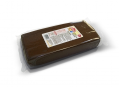 Fondant CHOCOLATE 1 kg -   Sin gluten / Gluten-free / Sans Gluten / Senza Glutine / Sem glúten     USES:  Used for coating cakes and moulding shapes, including flowers, by adding a small amount of CMC to obtain a firmer texture.    CONSERVATION:  Store in a cool, dry place at room temperature. Keep away from sunlight. KEEP THE BAG CLOSED. Keeps very well in cold temperatures and in summer heat. Does not dry out when stored in plastic film and placed inside a covered plastic container.  Expiry date : 15 months from the date of packaging. Use before the date printed on the container.    ADVANTAGES :  Smooth, even texture . Pliable and stretchy.  Does not crack  and can be easily shaped.  Is not sticky  and can be kneaded as often as required.  Does not stick  to cutters or to plastic surfaces. A  wide range of colours . The colours are very bright and do not fade after the container is opened or after multiple uses. Has a mild  vanilla scent . Excellent taste; all of the colours taste of vanilla rather than sugar.  Soft without being gooey  or grainy.    INSTRUCTIONS FOR USE:      Should be handled preferably on a plastic surface. The use of icing sugar is not required as Kelmy fondant does not stick to this surface.   Thoroughly knead the Kelmy fondant by hand until it is soft and smooth.           NUTRITION INFORMATION    Per 100 g       ENERGY   1630/384 (kj/kcal)       FAT   3,3g       OF WHICH SATURATES   1,7g       CARBOHYDRATE   88g       OF WHICH SUGARS   80g       PROTEIN   0,7 g       SALT   0,1 g          Amount of Sugar Paste required to coat a cake  Estimate based on 10 cm high by 5 cm wide portions.             How much fondant do I need?         Size of Cake     Round Cakes    Portions    Square Cakes    Portions       15 cm   500 g   12   750 g   18       18 cm   750 g   17   1 kg   26       20 cm   1 kg   20   1,250 kg   32       23 cm   1,250 kg   30   1,500 kg   38       25 cm   1,500 kg   34   1,750 kg   46       28 cm   1,750 kg   40   2 kg   60  
